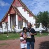 """Maria Teresa Laura e Marcello con «Sorrisi» al tempio """"Wat Chaiwattanaram"""" nella città di Ayuttaya in Thailandia"""