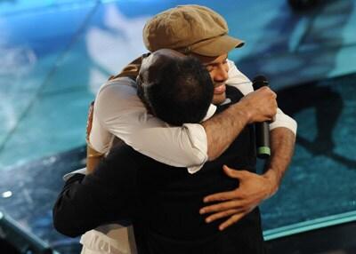 L'abbraccio di Alain Clark al padre