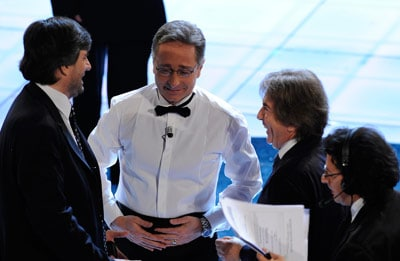 Paolo Bonolis con Gianmarco Mazzi a sinistra e Fabrizio Del Noce a destra