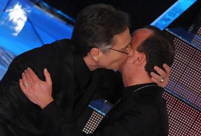 Il bacio di Bonolis e D'Alessio