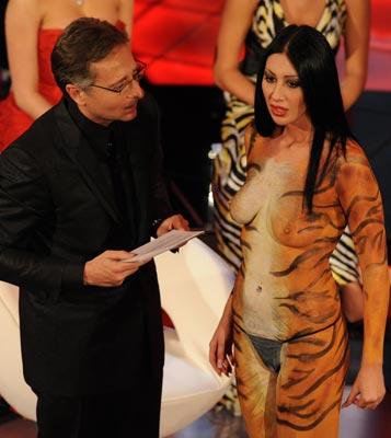 Paolo Bonolis con la pornostar Laura Perego