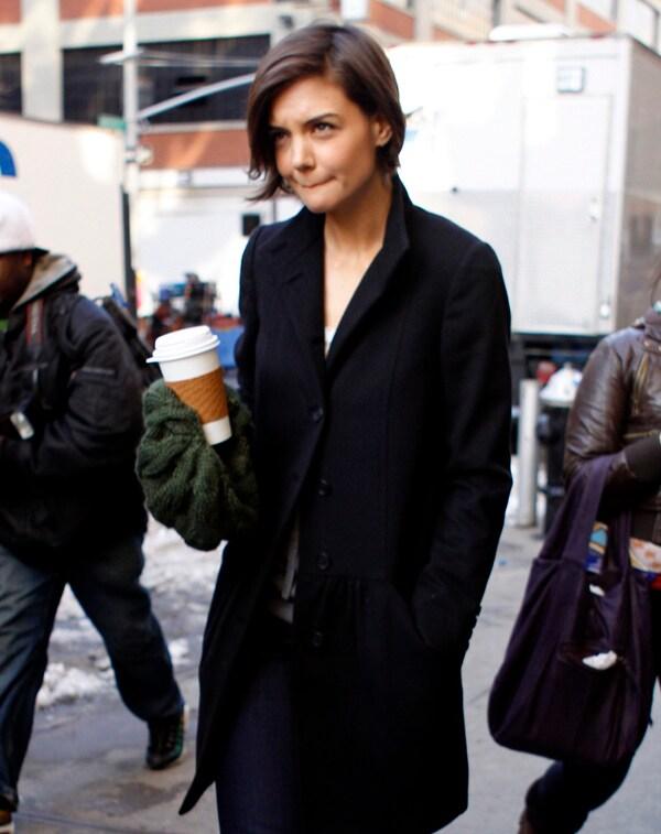 "Katie Holmes a New York durante una pausa sul set di ""The Extra Man""  (foto Kika press & Media)"