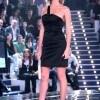 Alessia Marcuzzi in abito Versace durante la diretta del GF (Foto Olycom)