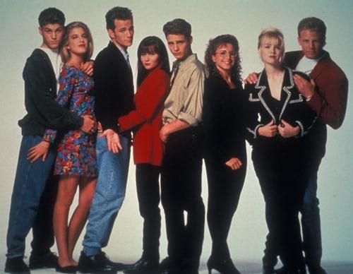 Brian Austin Green, Tori Spelling. Luke Perry, Shannen Doherty, Jason Priestley, Gabrielle Carteris, Jennie Garth e Ian Ziering