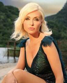 Paola Barale, conduttrice tv, 42 anni