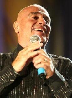 EDOARDO VIANELLO, cantautore, 71 anni