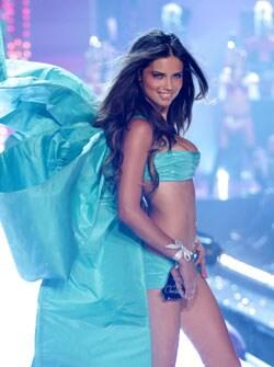 ADRIANA LIMA, modella, 28 anni (foto Kikapress) – Sfoglia la fotogallery