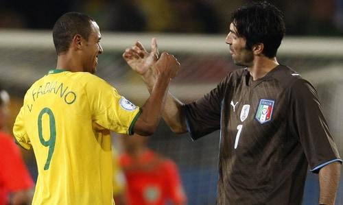 Luis Fabiano e Gianluigi Buffon