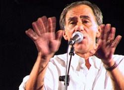 ROBERTO VECCHIONI, cantautore, 66 anni