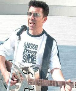 EDOARDO BENNATO, cantautore, 60 anni