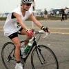 Jennifer Lopez in bici (foto Kika Press)