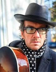 ELVIS COSTELLO, cantante, 55 anni