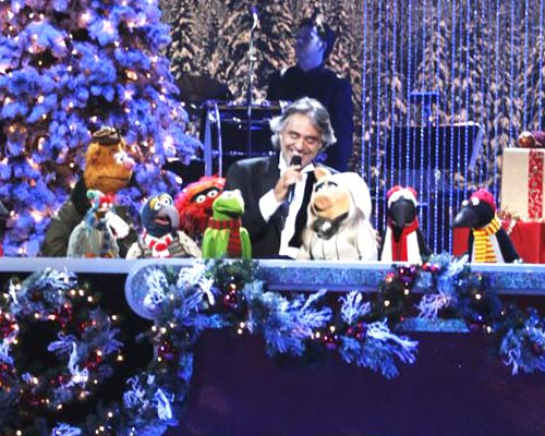 Andrea Bocelli in azione con i Muppets