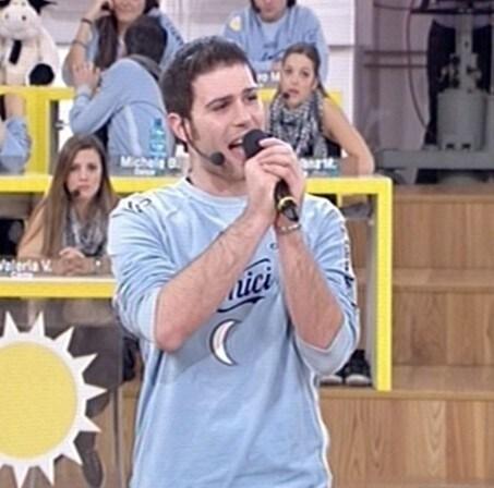Angelo Iossa (Caserta, 3 marzo 1987) – Cantante. Ha fatto parte della squadra della Luna ed è allievo di Grazia Di Michele.