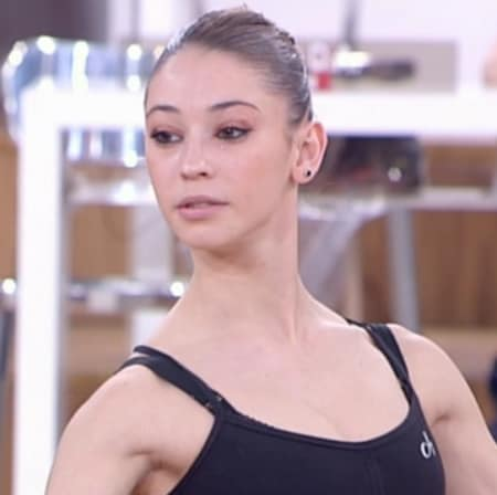 Borana Qiriazi (Tirana, 17 agosto 1990) – Ballerina. Ha fatto parte della squadra del Sole ed è alunna di Alessandra Celentano.
