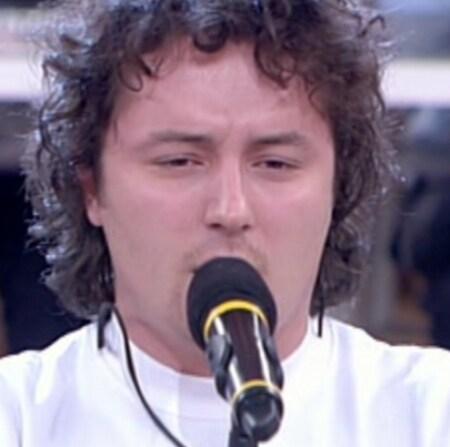 Matteo Macchioni (Sassuolo, 14 maggio 1983) – Cantante lirico. Ha fatto parte della squadra del Sole ed è alunno di Peppe Vessicchio.