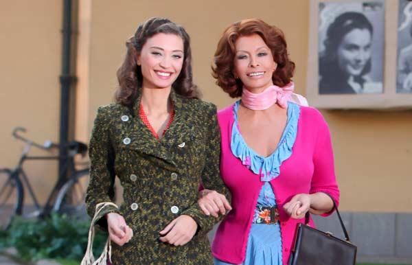 Margareth Madè e Sofia Loren nella fiction «La mia casa è piena di specchi» (Foto Iwan Palombi/Petrosino)