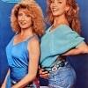 """1985: presenta """"Azzurro"""" con la sorella Gabriella Carlucci"""