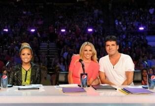 Britney Spears con Demi Lovato e Simon Cowell