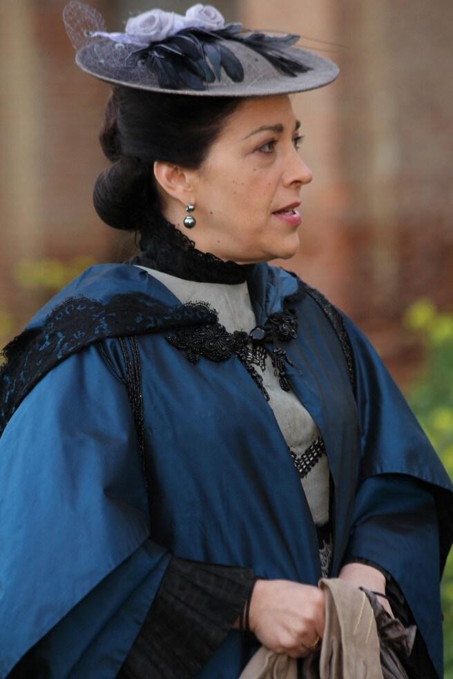 MARÍA BOUZAS (FRANCISCA MONTENEGRO)