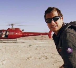 Bear Grylls in una scena di «Escape from Hell»