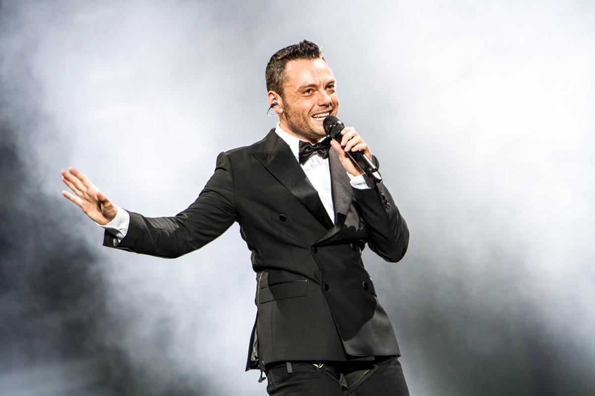 Le 10 Frasi Piu Romantiche Delle Canzoni Italiane Tv Sorrisi E