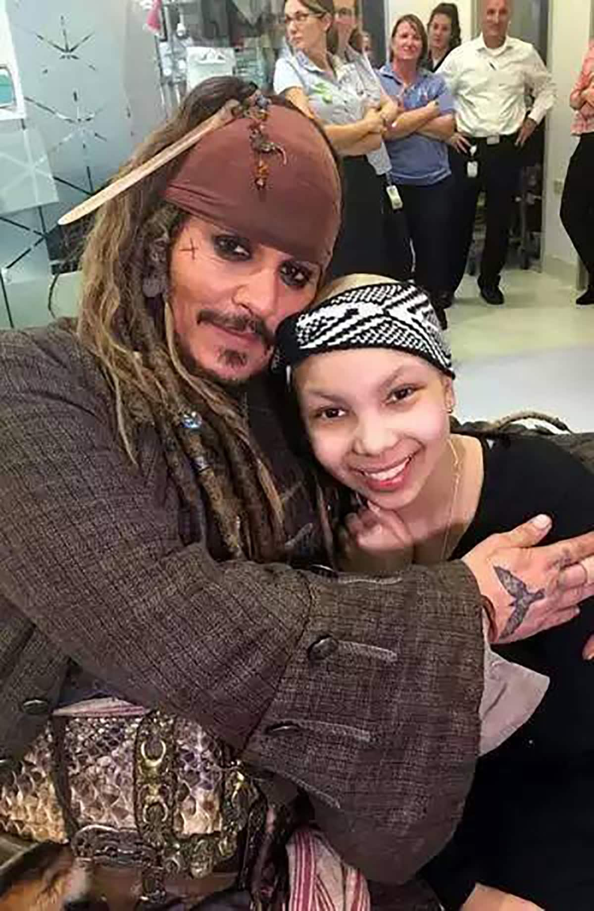 Johnny Depp regala un sorriso ai bambini malati