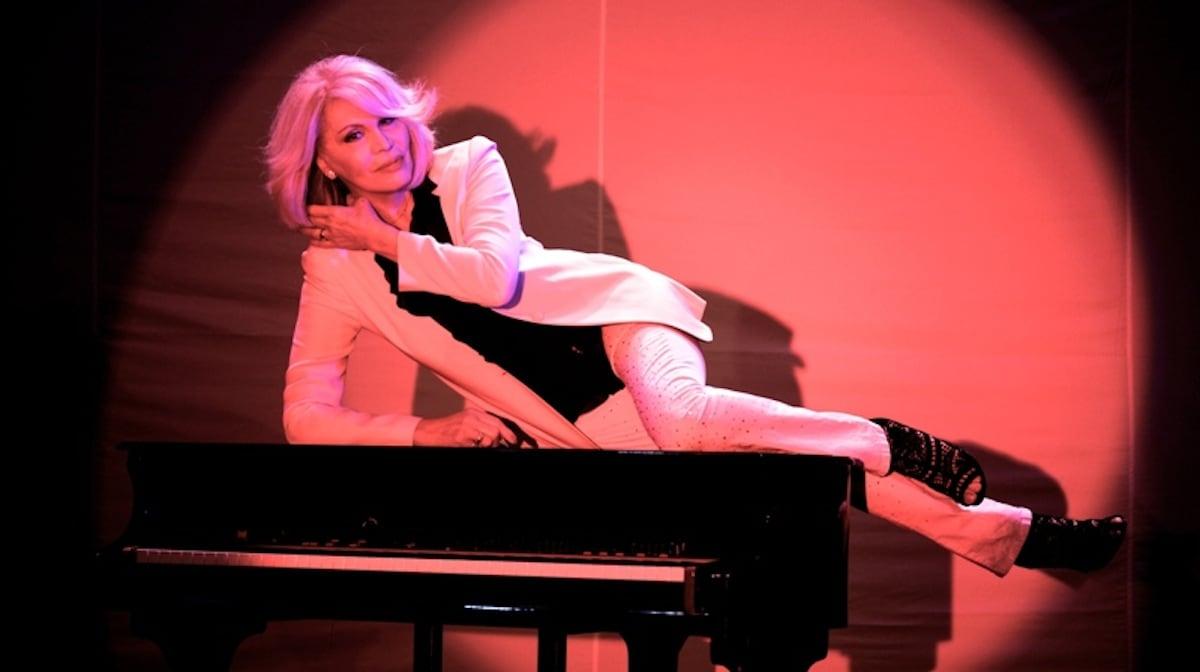 Lasciate che amanda lear vi intrattenga con un nuovo album tv sorrisi e canzoni - Ann diva del passato ...