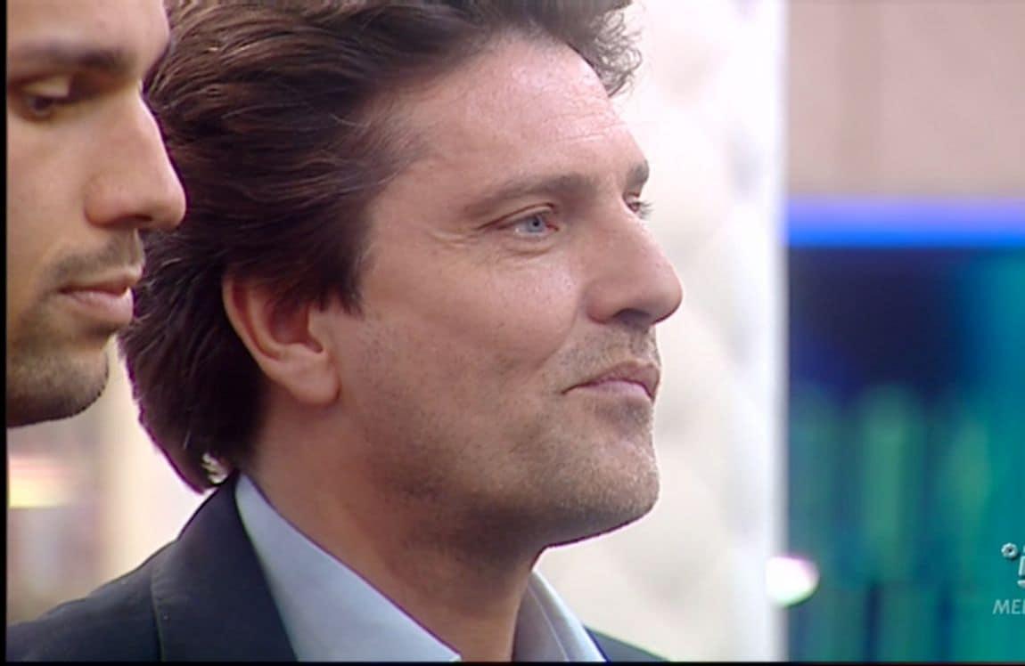 Come appare oggi l'attore Lorenzo Flaherty, ex ispettore di Distretto di Polizia.